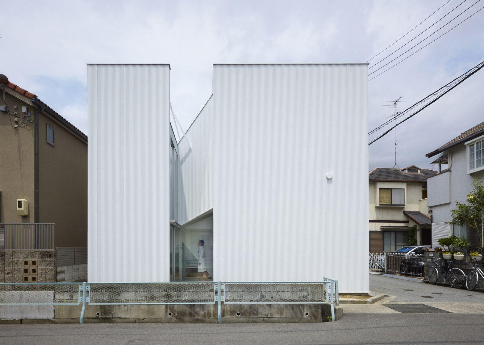 Slice-of-the-City-casa-in-total-white-in-giappone-by-Alphaville