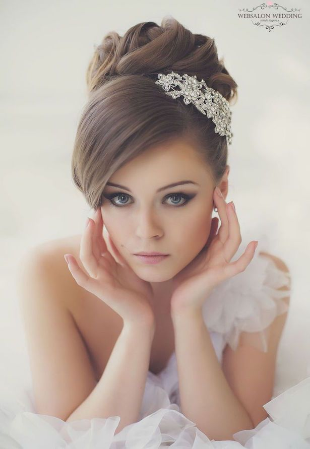 挙式の髪型は王道アップスタイルに決定 ベールもアクセも美しく見せる