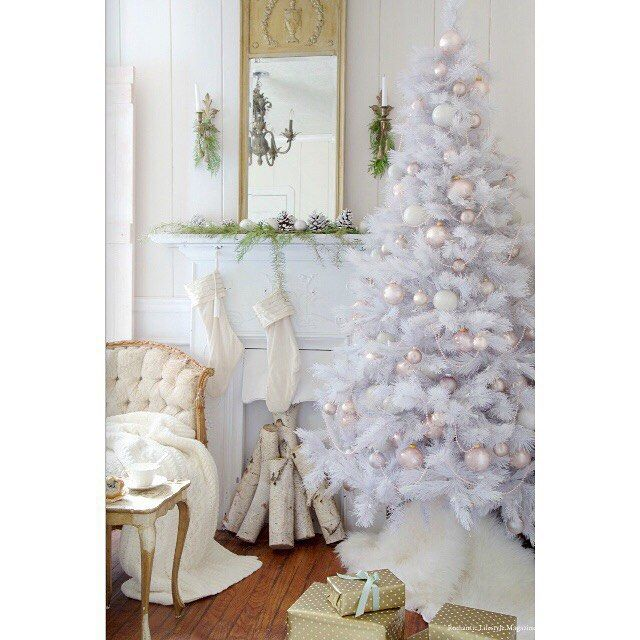 Love, love, love...the fabulous style of my friend Courtney over at @frenchcountrycottage is one to follow! #ff #followfriday #whitechristmas #romanticlifestyle #frenchcountrycottage