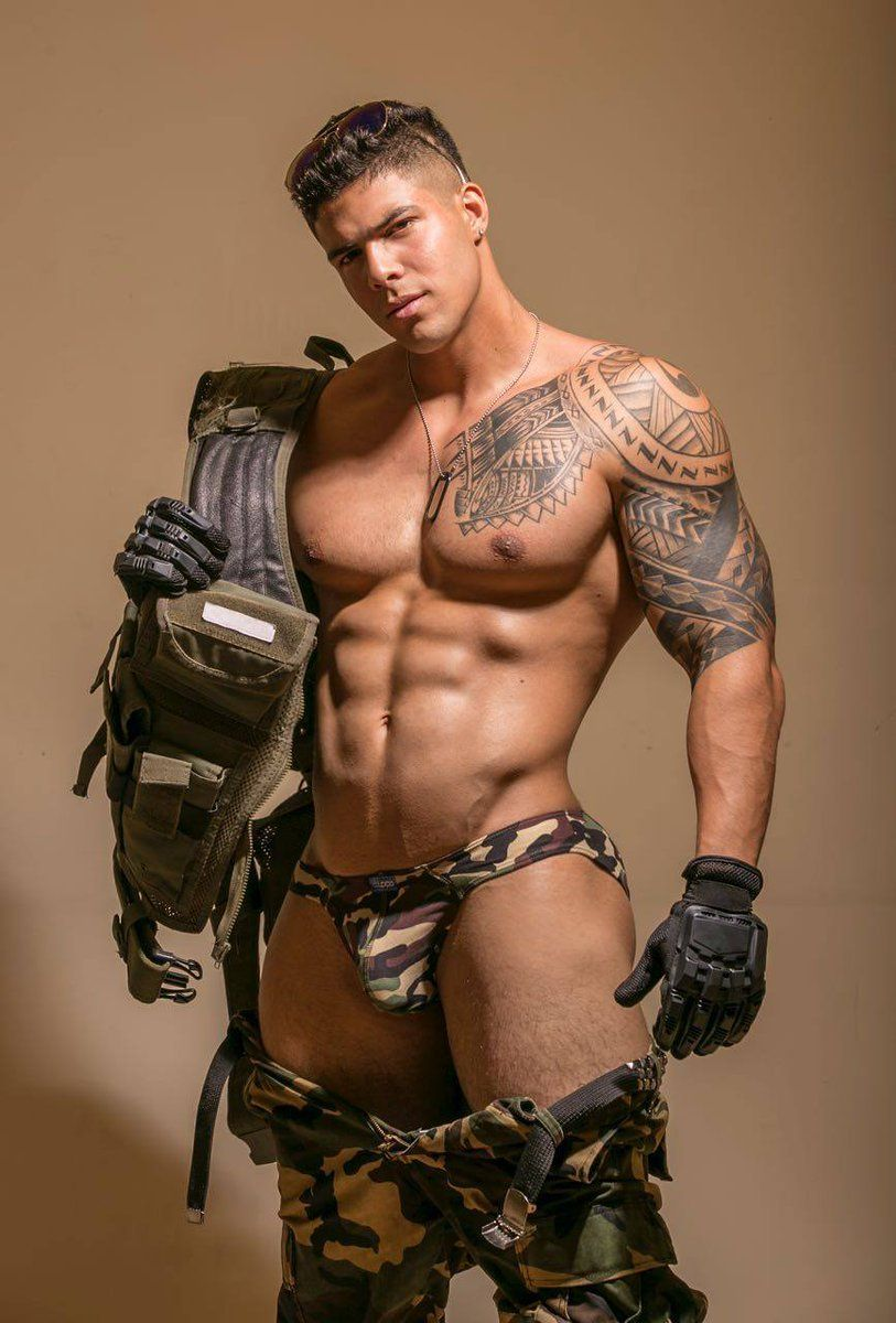 naked-handsome-and-sexy-military