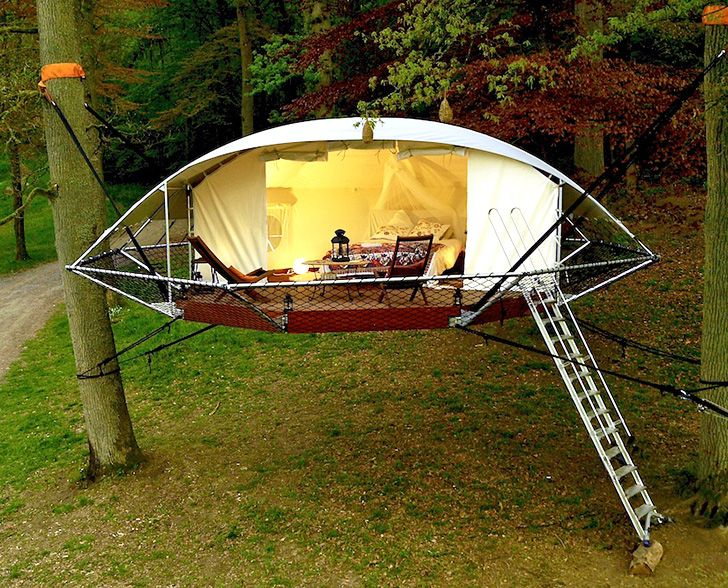 Suspended Domu0027Up tree tents look like flying saucers in the forest & Suspended Domu0027Up tree tents look like flying saucers in the forest ...