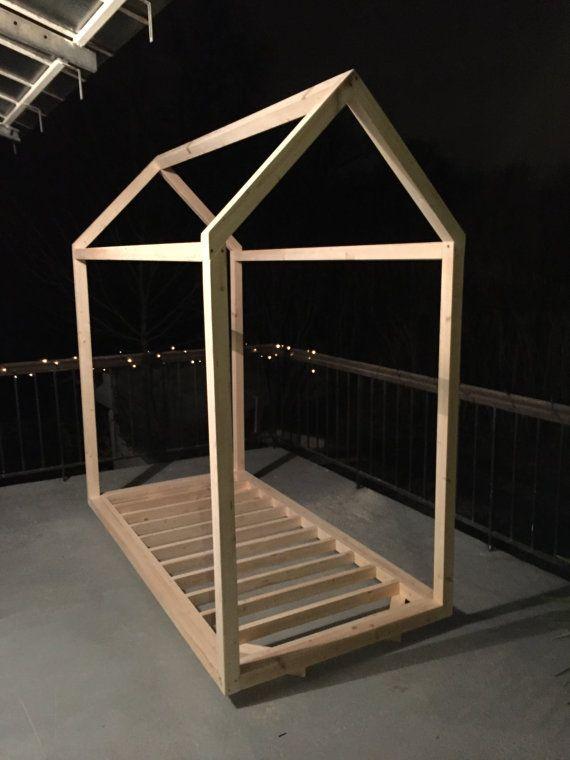Lit en bois (pin) fait à la main et sur mesure Dimension de matelas - exemple devis construction maison