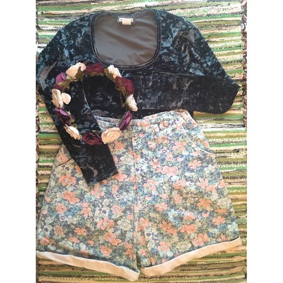 """Vintage 80s Floral High-Waisted Festival Shorts! These floral print shorts are rolled up and ready to give your outfit just the vintage touch it needs to be festival ready! Or just ready for a day in the sun! They have belt loops and pleats at the top, along with metal zipper and buttons that read F.I.N.E Jeanswear! These are made in the USA as well! They are high-waisted with a 14"""" waist laid flat, 17"""" from waist to bottom of leg, and 5"""" inseam! Vintage Shorts Jean Shorts"""