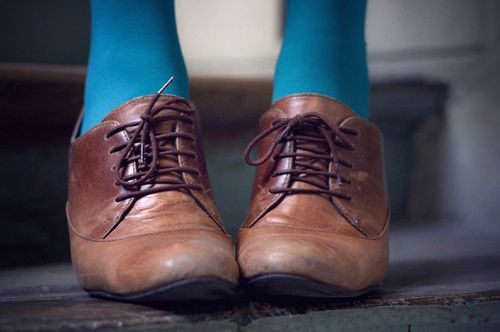 brown oxford shoes, blue tights