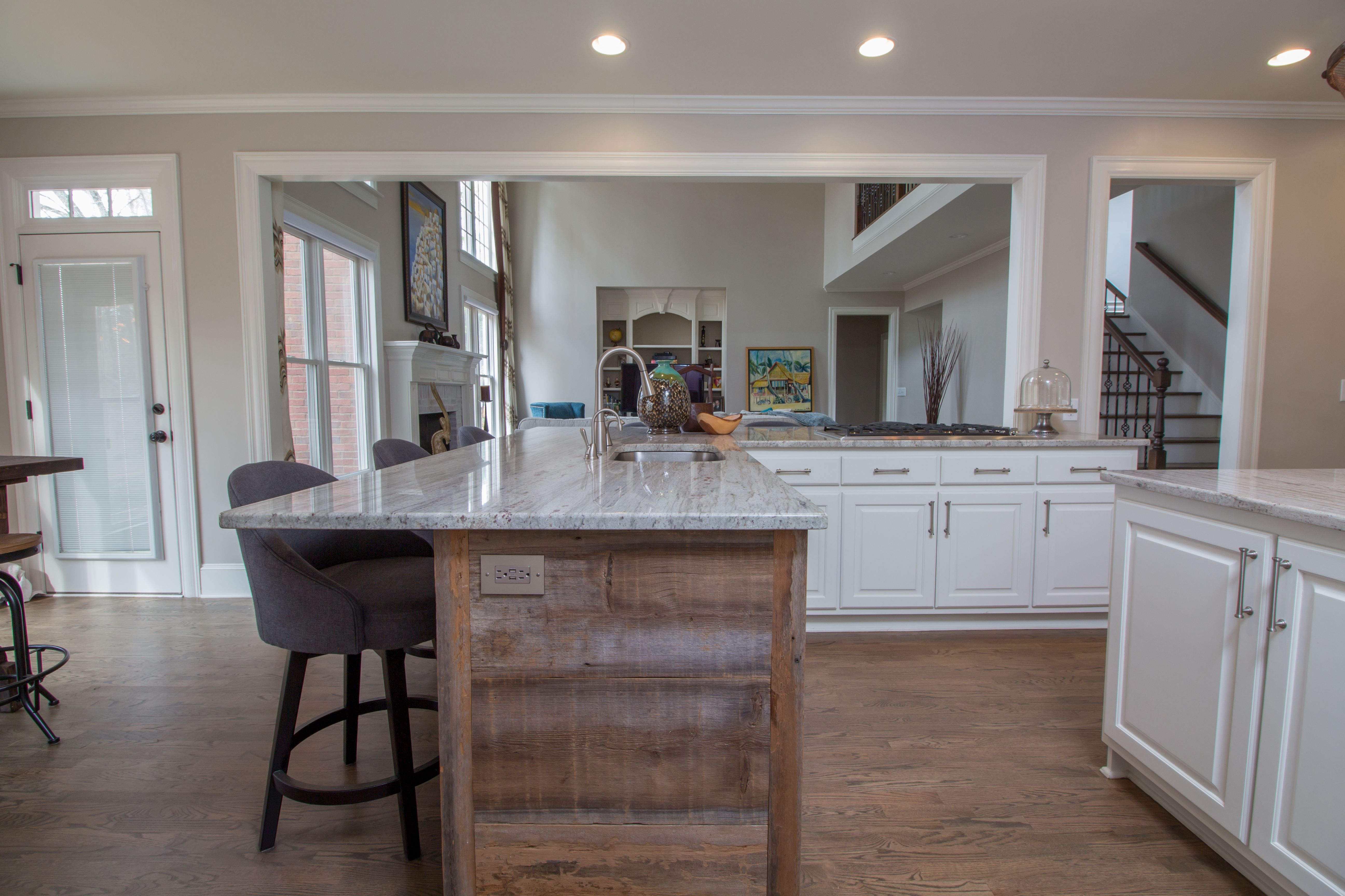 Beau Reclaimed Wood Peninsula With Granite Countertop