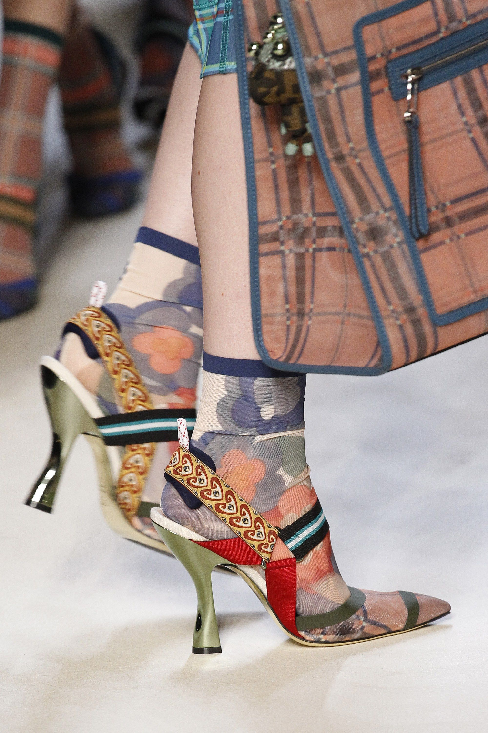 81faa3d0c70 See detail photos for Fendi Spring 2018 Ready-to-Wear collection.