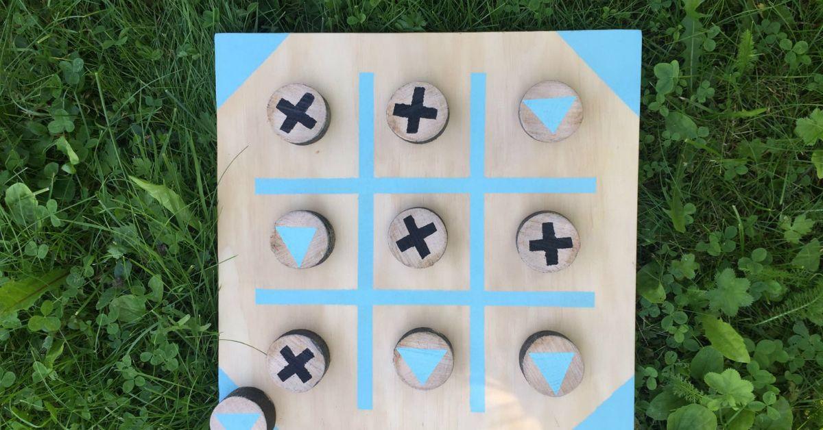 Puinen ristinolla-peli kulkeutuu mukavasti mukaan pihalle tai vaikka mökkilaiturille. Katso ohjeet ja tee klassikko puusta!