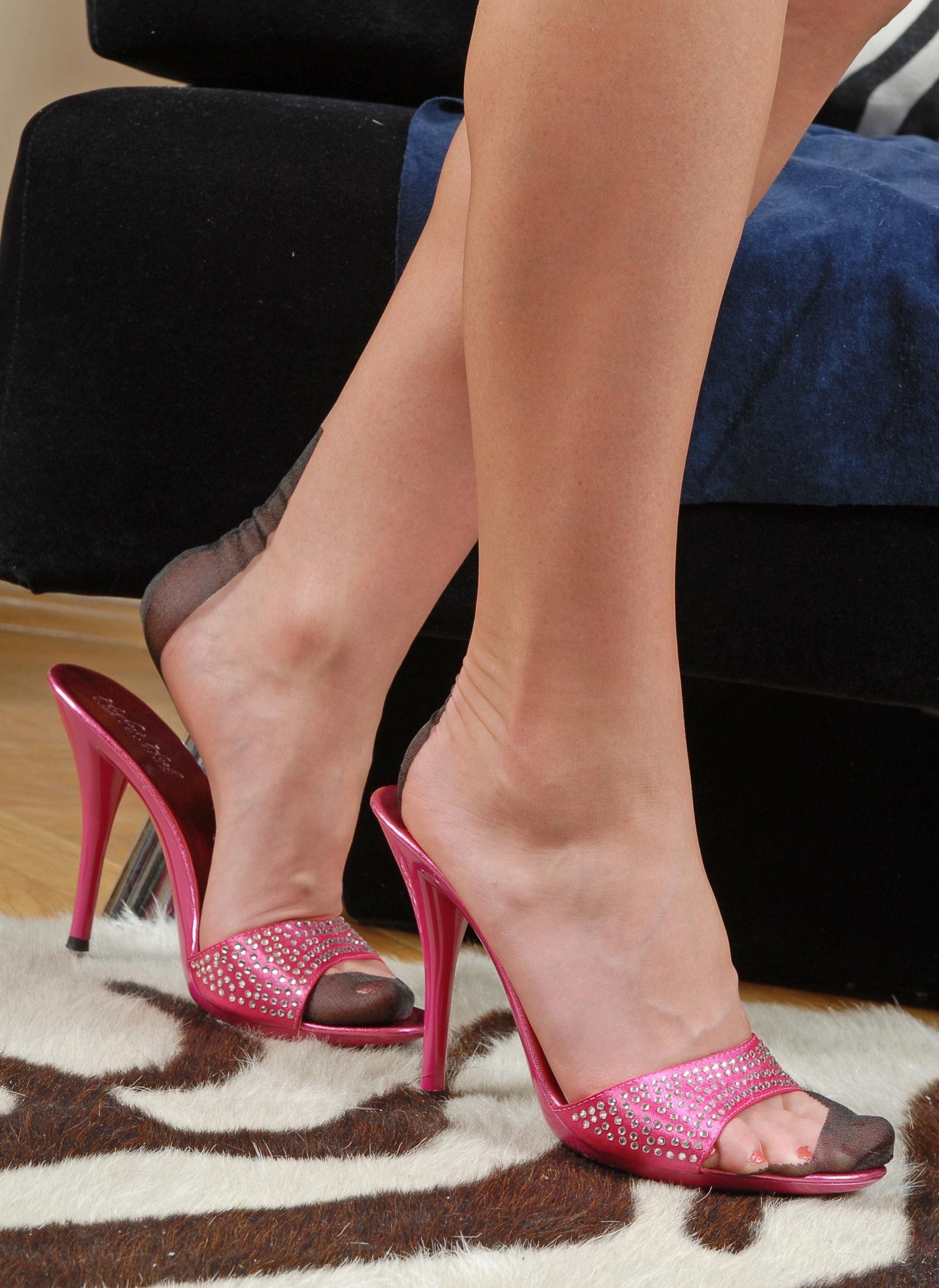 b91e892ea40fa Pantyhose Heels, Nylons, Nylon Stockings, Hot Heels, Womens High Heels,  Girls