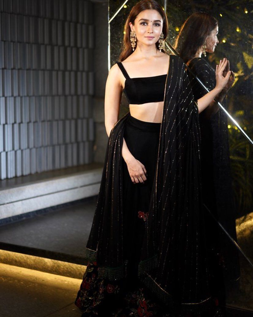 fa6ba65c416b81 Alia Bhatt s gorgeous Diwali look is major inspo for all the Bridesmaids!  Outfit b