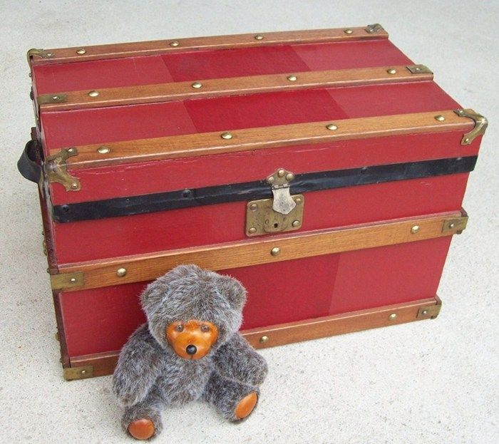 T116 - Flat top Doll Trunk with Tray