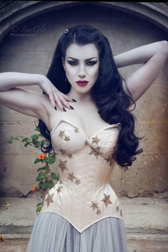 Threnody is a lovely model. I love her sexy mysterious eyes. A Morua Corsetry and Couture piece.