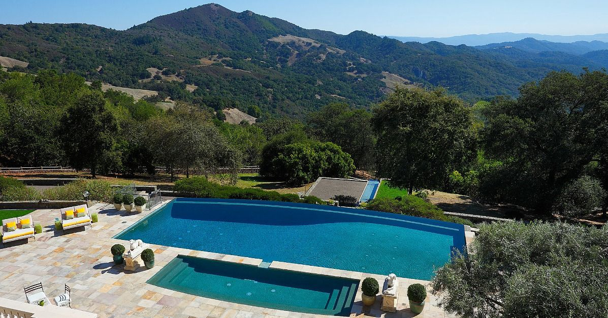 20 Celebrity Pools That Rival Personal Water Parks Celebrity Houses Resort Style Pool Home Pictures