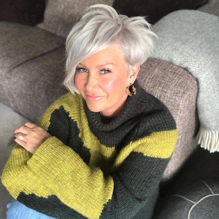 Стильные стрижки для женщин за 50: с омолаживающим «вау ...