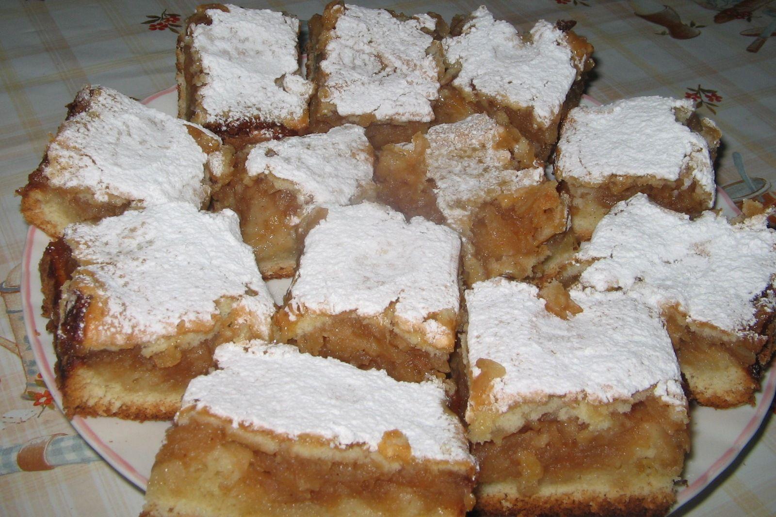 Reteta culinara Placinta cu mere din categoria Prajituri. Specific Romania.  Cum sa faci Placinta cu mere