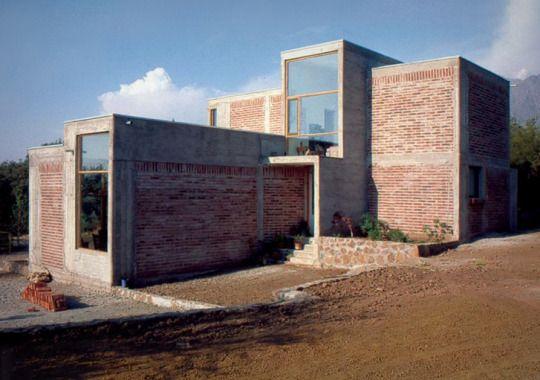 289. Alejandro Aravena /// Casa de la Escultora Francisca Cerda /// Santa Sofía de Lo Cañas, La Florida, Santiago, Chile /// 1997