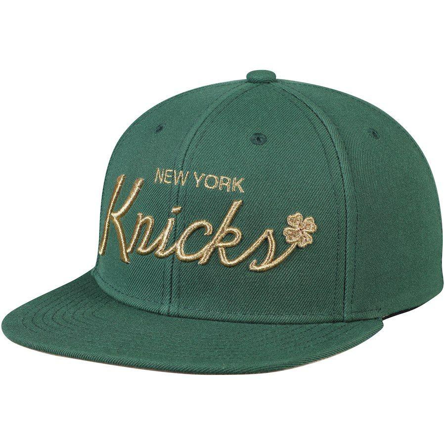 b2cd651f3f6 Men s New York Knicks Mitchell   Ness Green Four Leaf Clover Snapback  Adjustable Hat