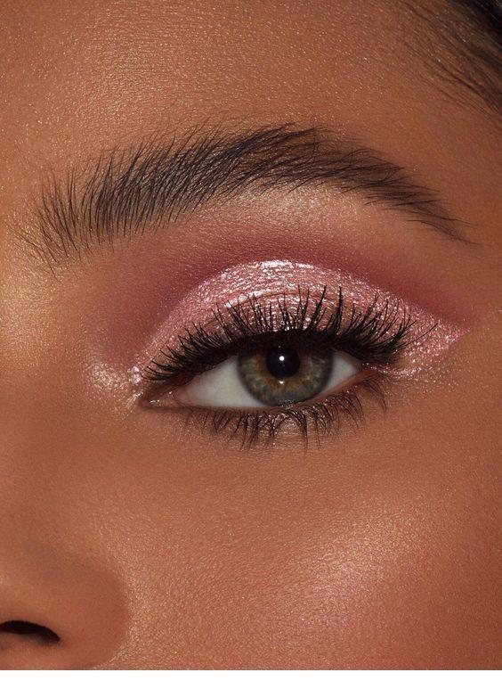 Nice Glitter On Eye Inspiring Ladies Aesthetic Makeup Makeup Eye Looks Eye Makeup