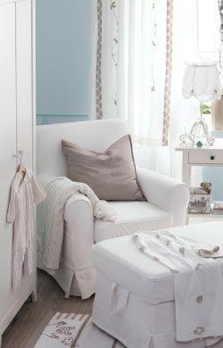 Eine Ruhige Ecke Im Babyzimmer U. A. Mit HENSVIK Kleiderschrank Weiß,  EKTORP JENNYLUND Sessel + EKTORP