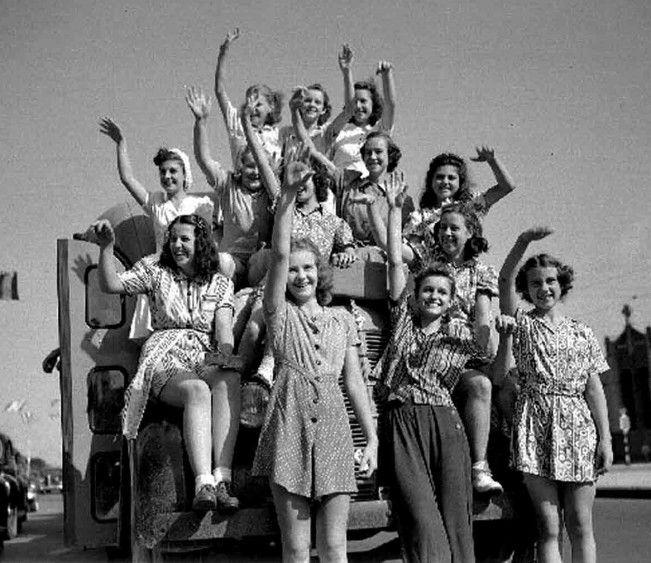 40s-50s Vintage Playsuits, Jumpsuits, Rompers History #jumpsuitromper