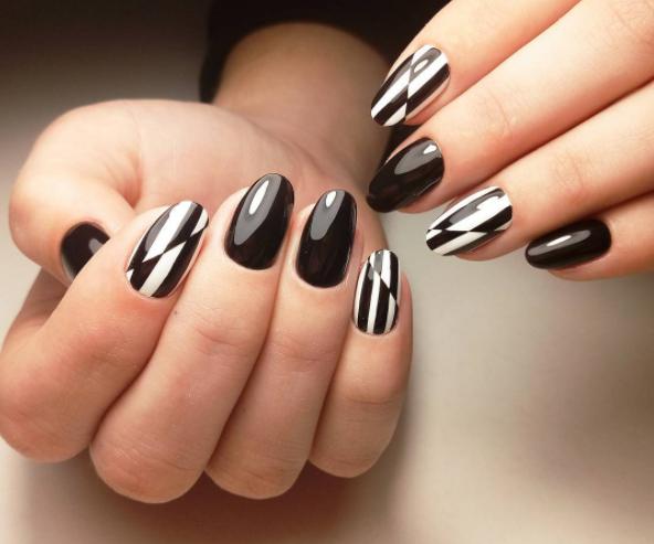 Black Heart Emoji Black And White Nail Art White Nail Art Black Nail Designs