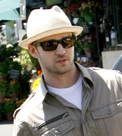 b8a9aaf2 Hat loving Justin Timberlake wears a cool stingy brim. | Who Wears ...
