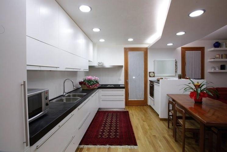 Illuminare cucina sala da pranzo con faretti led cerca for Cucina con sala da pranzo