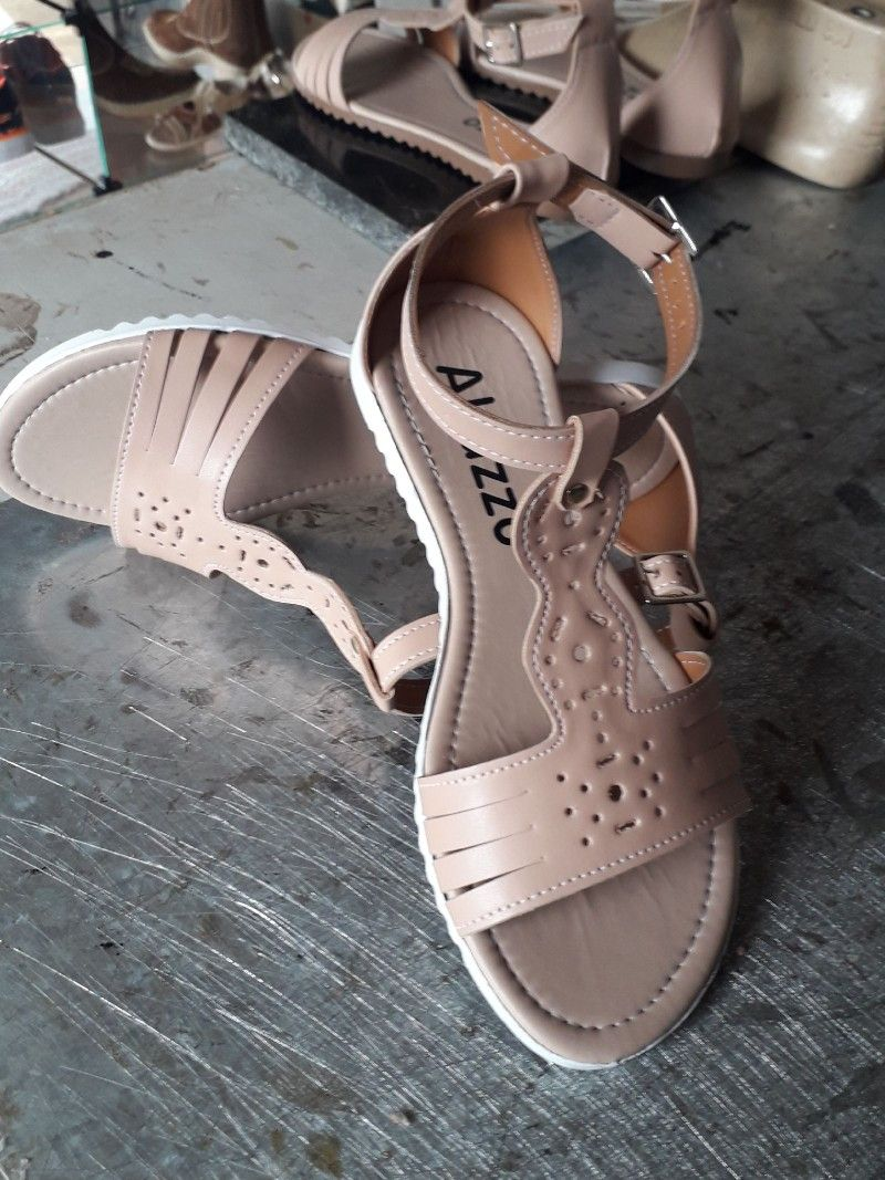 ba4b85580 Pin de akazzo feshion em Rasteirinhas em 2019 | Sandals, Shoes e Fashion