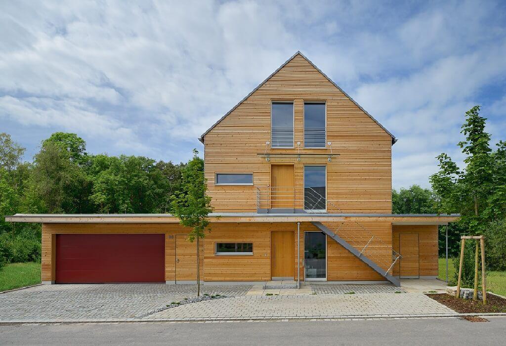 Doppelgarage satteldach modern  Mehrfamilienhaus mit Satteldach - Haus Erstling von Baufritz ...