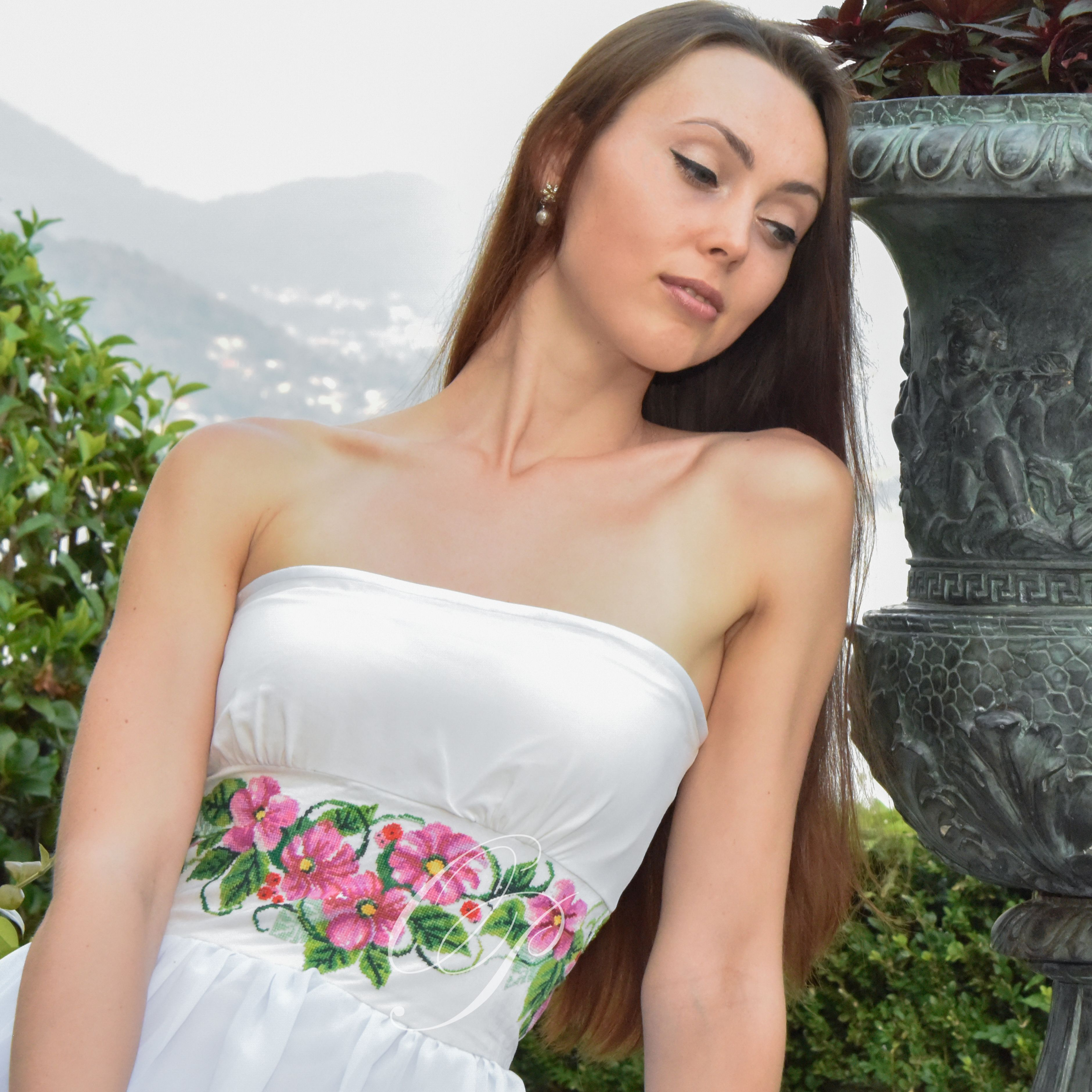 dress with embroidered flowers