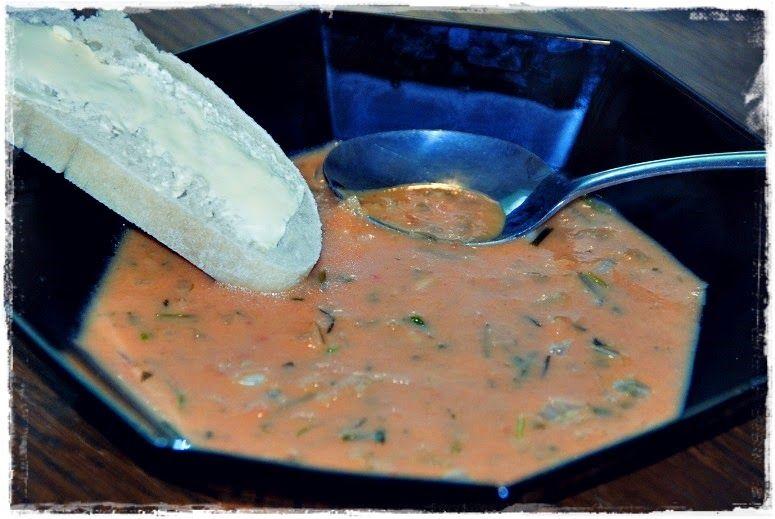 Juustoinen tomaatti-sipulikeitto