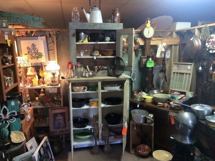 11 Must-Visit Flea Markets In Mississippi Where You'll Find Awesome Stuff #fleamarketfinds 1. Broad Street Antiques and Flea Market, Columbia