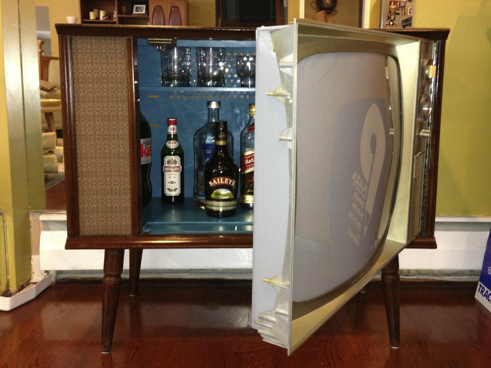 Vintage TV Hidden Cocktail Bar Liquor Cabinet   Mid ...