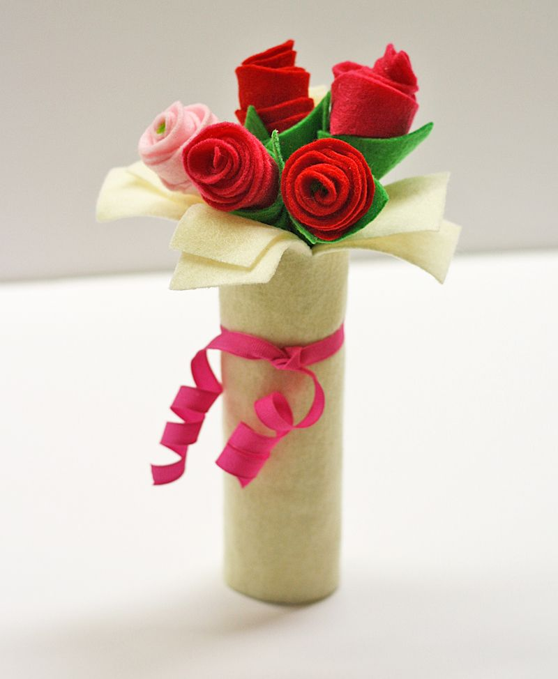 Cardboard tube bouquet of felt roses crafts by amanda for Where to buy cardboard tubes for craft