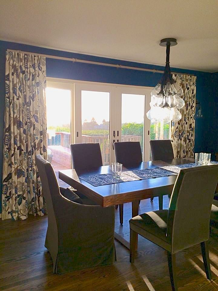 Floral draperies in a modern dining room