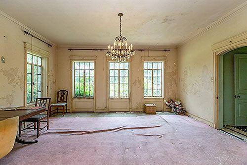 Colonial American - Former Weingarten Mansion, 4000 S MacGregor Way