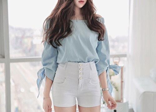 a95e137c3e13 K-Fashion Tendências Da Moda Coreana, Moda Urbana Coreana, Calções Brancos,  Jeans