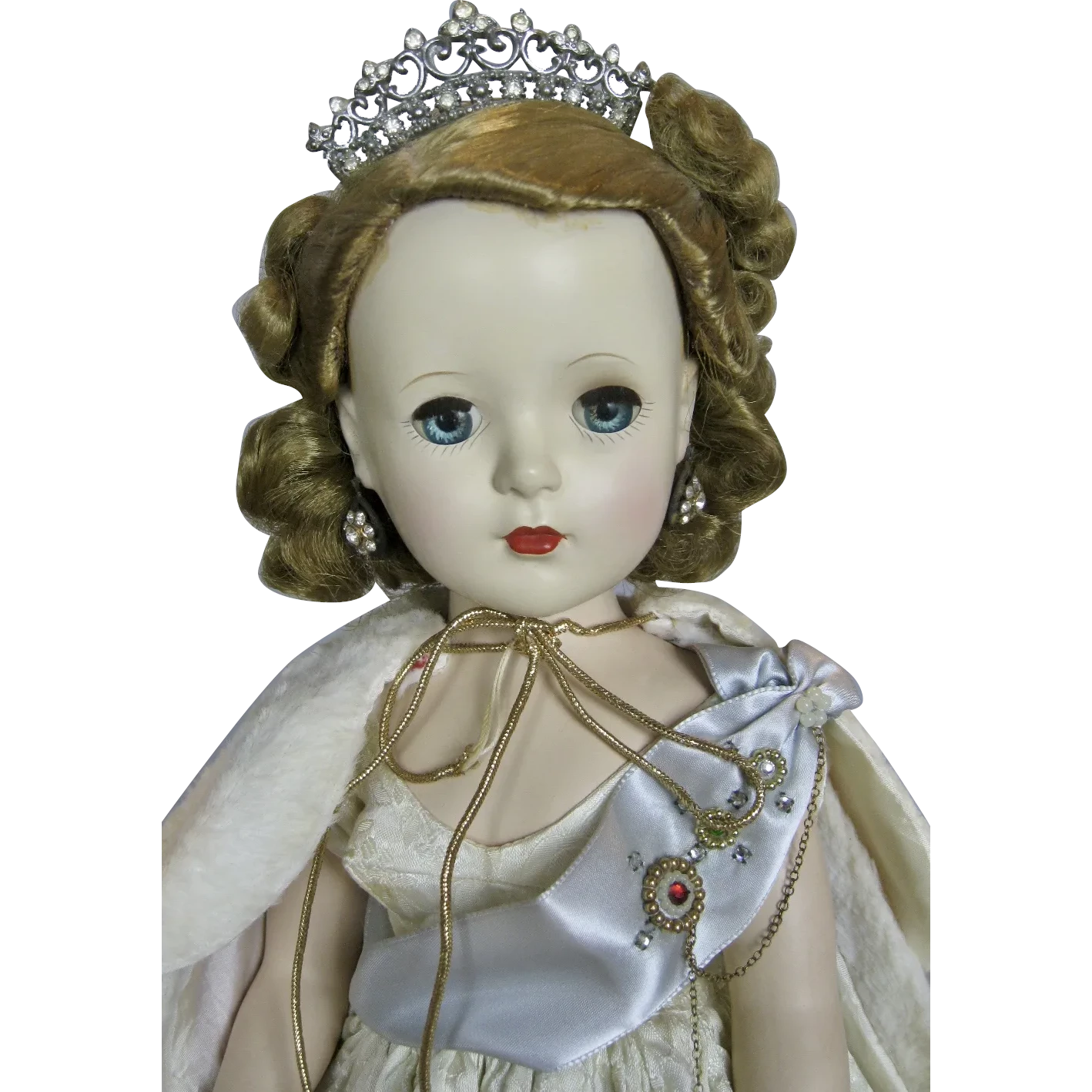 Madame Alexander Beaux Arts Queen Elizabeth 1953 With Red Velvet Cape Found At Www Rubylane Com Vintagebeginshere Mon Velvet Cape Madame Madame Alexander