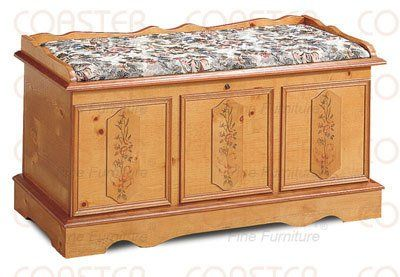 Amazon Com Traditional Style Cedar Storage Hope Chest With Cedar Lining Also Includes Lock In Pine Wood Finish Item Vista Furniture Cf4696