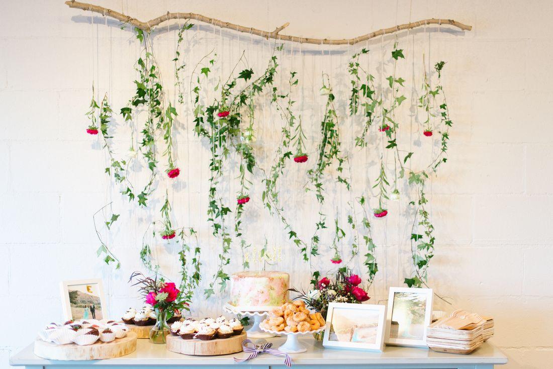 shower dessert table / floral backdrop / photo by delbarr moradi #hochzeitsdeko