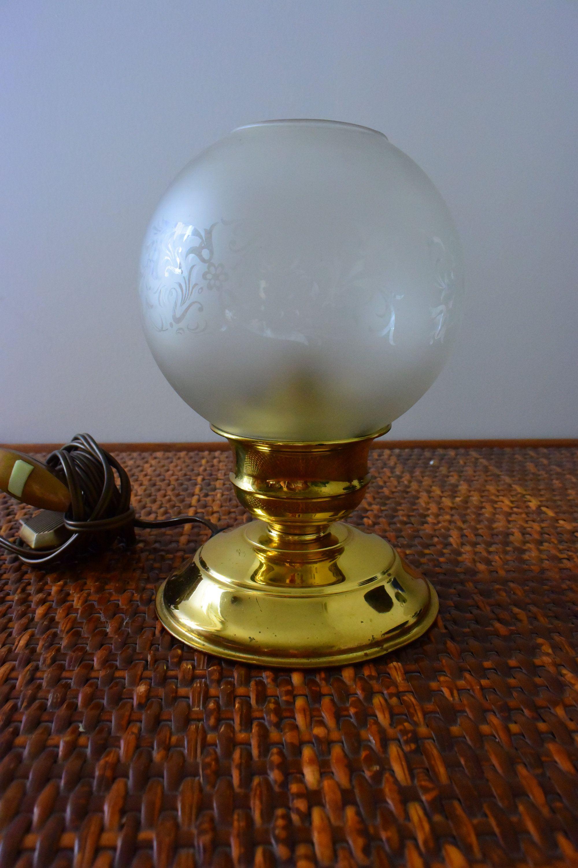 Lampe Boule Verre Irise Socle Laiton Vintage Luminaire Made In France Decoration Lampe A Poser Decor Fleurs De La Boutique Lebazardiza Sur Etsy Etsy Lamp Decor