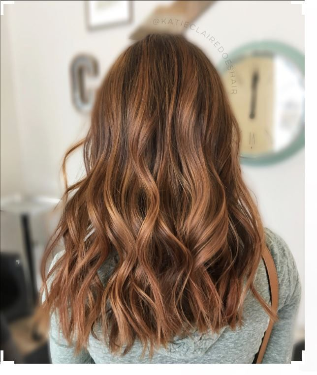 Saçlarınıza Karamel Kahverengi Saç Rengine Boyamak İster misiniz? Öncelikle, bu havalı saç rengini saçlarında görmek isteyen hanımların siyah-kızıl, platin sarısı ve fazla koyu saç r #saçgüzelliği