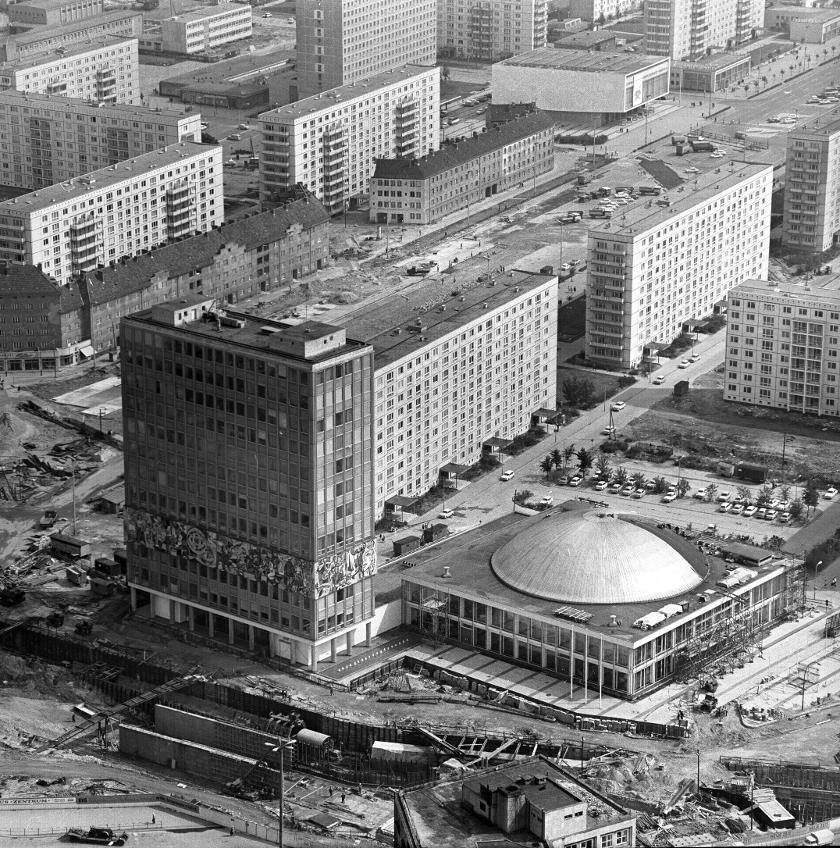 Fernsehturmbau Und Baustelle Alexanderplatz In Berlin Mitte V Like Vintage Berlin Berlin Stadt Berlin Geschichte