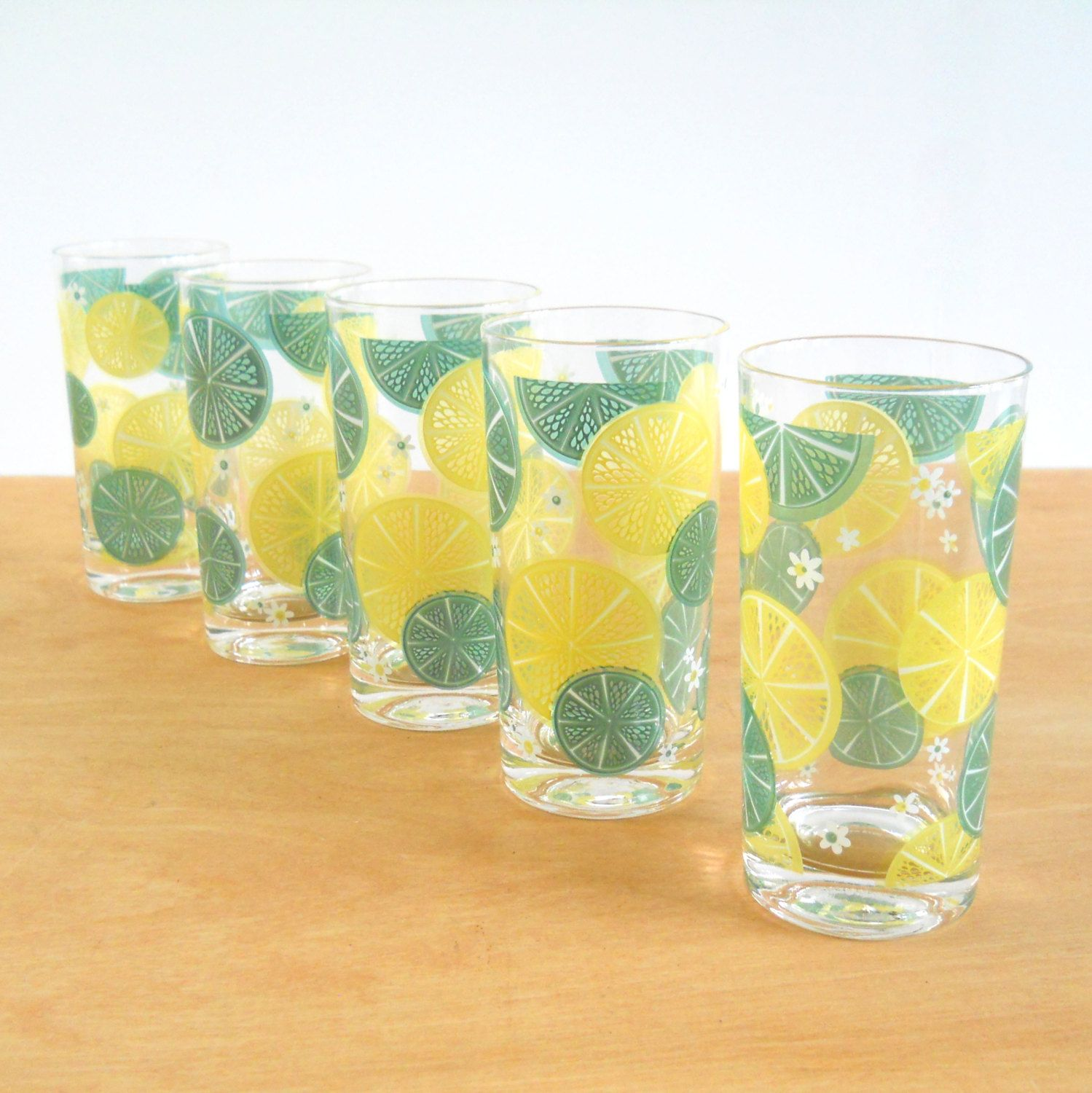 Vintage Tumblers Drinking Glasses Lemon Lime Fruit Slices Etsy Drinking Glasses Stemless Wine Glass Lemon Lime
