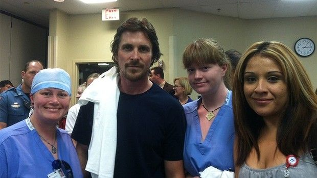 Christian Bale poses with medical staff at the hospital in Colorado where last Friday's shooting victims are recovering:the picture was posted on Twitter.Kind gesture and morale booster.:-)