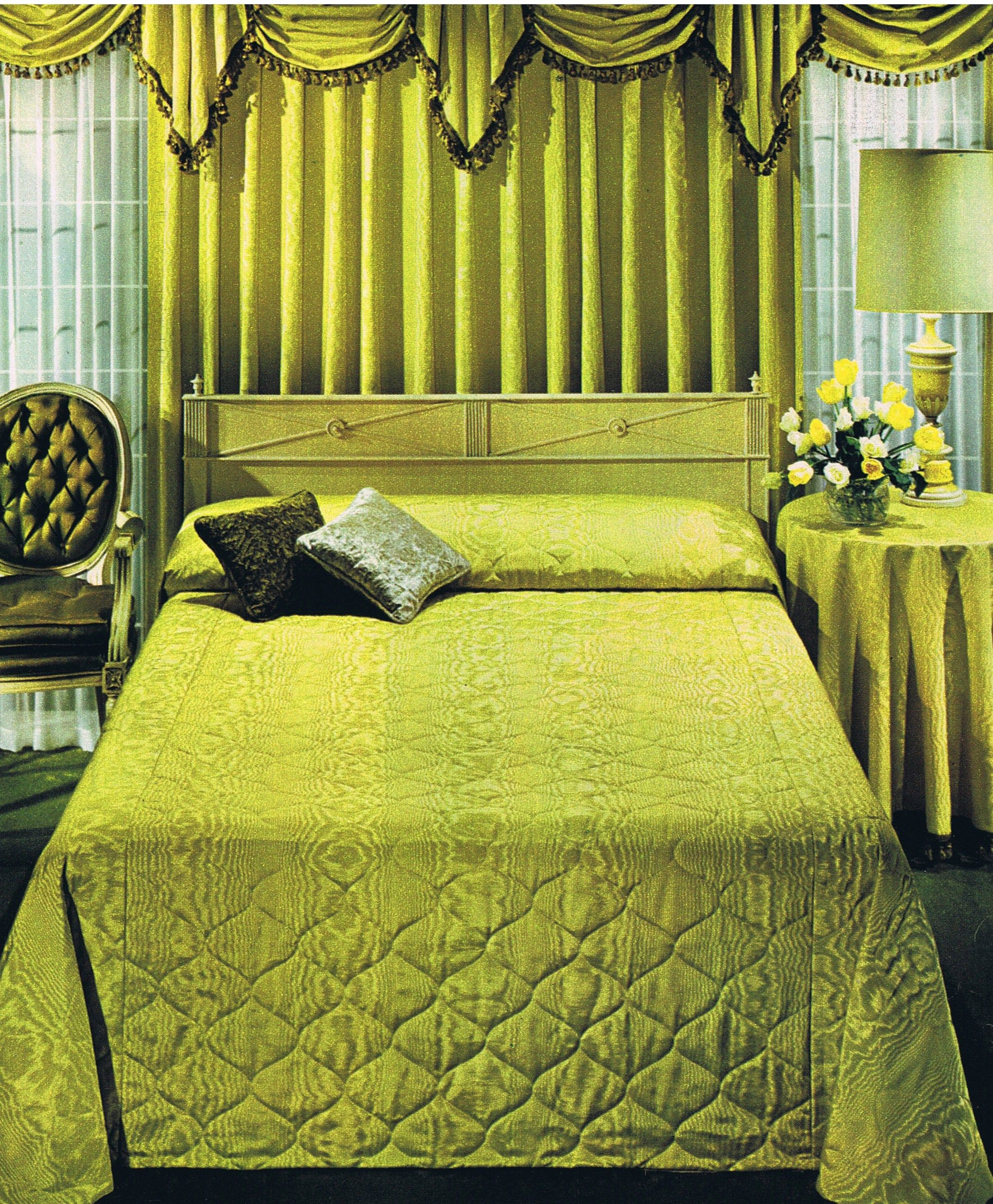 Pin By Astrid Dalton On Home Hollywood Regency Bedroom Bedroom Vintage Retro Room