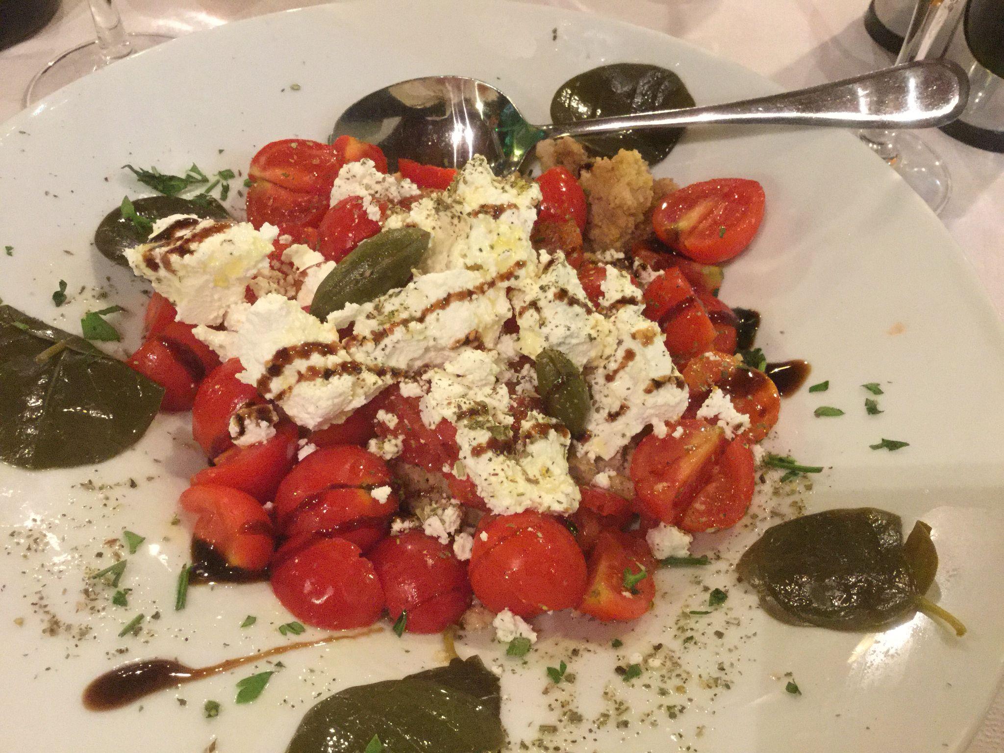 Santorinin salaatti Taverna Alexanderissa