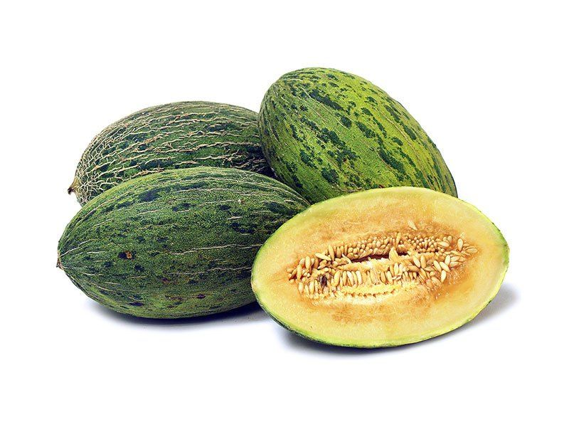 taste of melon If you know what a canteloupe tastes like (the melon with a netted skin and salmon coloured flesh), it is similar the key difference is that a honeydew can be a lot sweeter without having that musky aftertaste.