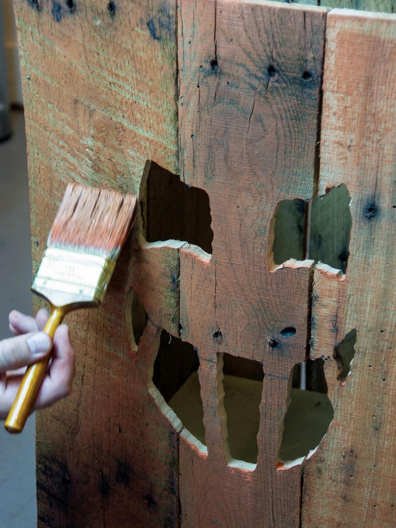 Turn a Wood Pallet Into a Halloween Jack O Lantern