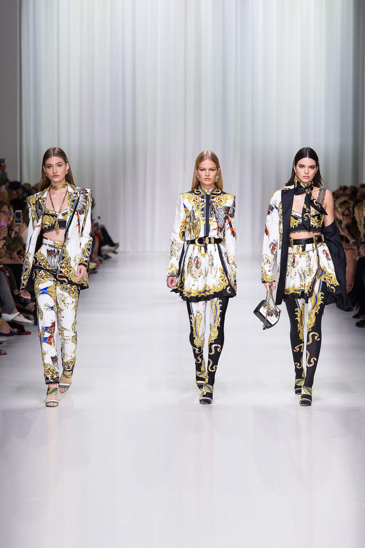 03541e6371e6 Versace Spring 2018 Ready-to-Wear Collection Photos - Vogue