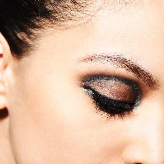 Der 'Cut Crease' ist der neueste Augen-Make-up Trend